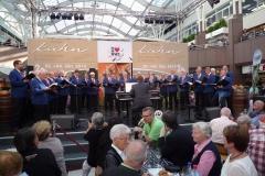 Polizeichor-Frankfurt-Weinstand-Kuehn-im-NWZ4
